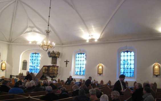 Kirken indenfor.