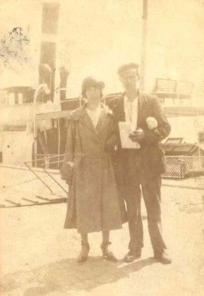 """Severine og Harry Nielsen. Severine var kendt som """"Moster Søren"""". Hun levede (1904 -36)"""