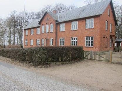 Bygningen der ligger på Nøragervej 12, hedder Selchaushus og har Michelle Selchaus initialer på facaden. I 1962 havde stiftelsen kun én beboer. Bygningen har siden været anvendt som feriekoloni for børn