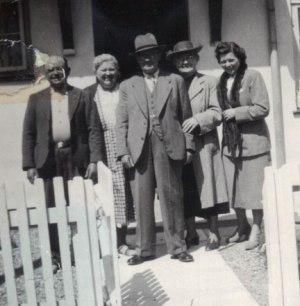 Laura og Peter med hans yngste søster Martha i Kalundborg og deres datter Viola.