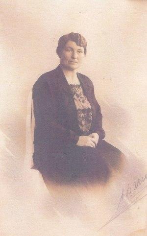Laura Sofie Larsen. Hun var også kendt som Laura Christensen