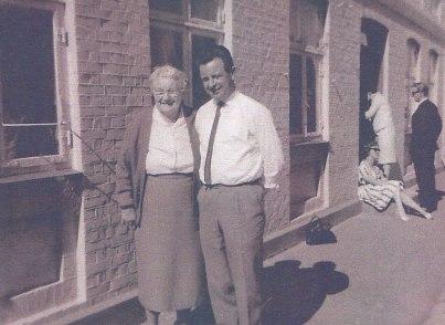 Laura Christensen med sønnen Villy Christensen