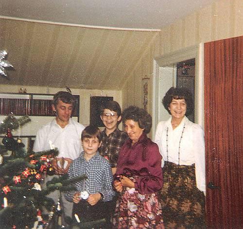 Mona og Inger holder jul på Skovvej i Assens