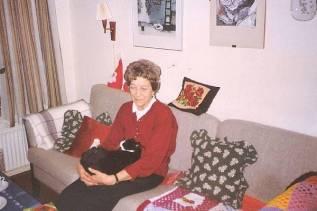 Mona på Færgegårsvej med kat