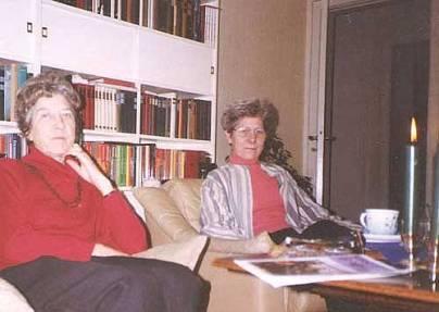 Mona og Nelly til jul sidst i 1990'erne i Svendborg.