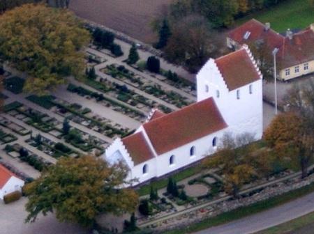 Landet Kirke set fra luften.
